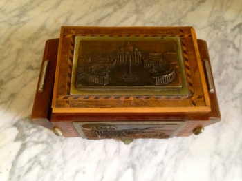 vintage cigarette holder music box
